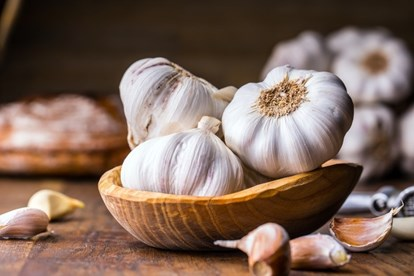 Tỏi giúp điều trị ngộ độc cực tốt bởi vì trong tỏi có chất giúp cơ thể kháng khuẩn cực cao.